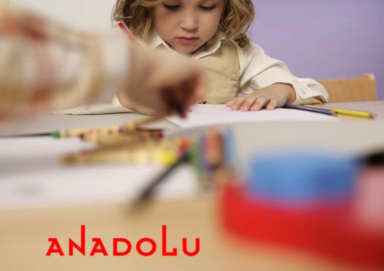 Çocuk resim yaparken İzmir